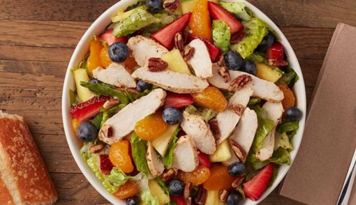 Panera Strawberry Poppyseed Salad With Chicken is back